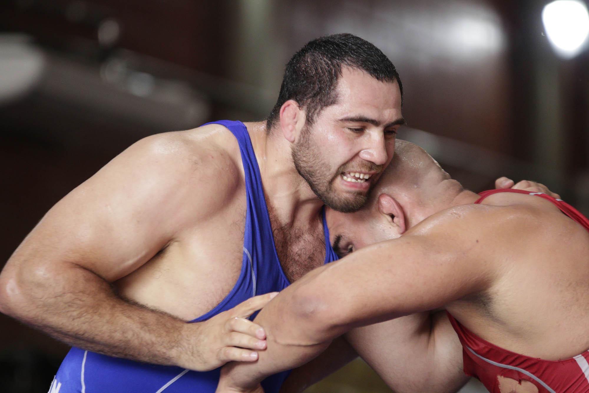 Eduard Soghomonyan e Antoine Jaoude em busca da melhor pegada (Kaio Almeida/CBW)