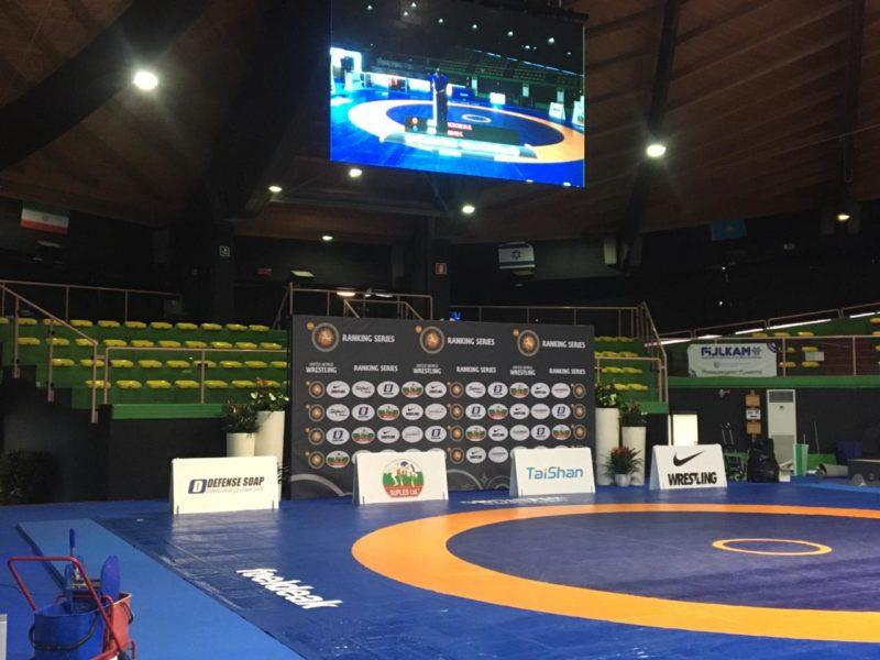 Palco montado para receber grandes astros do wrestling mundial em Roma
